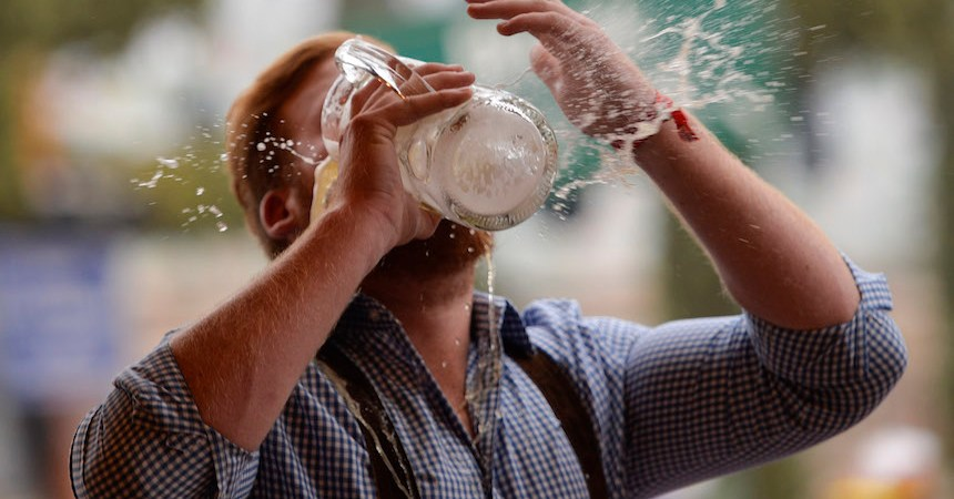 Partido Verde propone iniciativa para aumentar a 21 la edad mínima para consumir alcohol