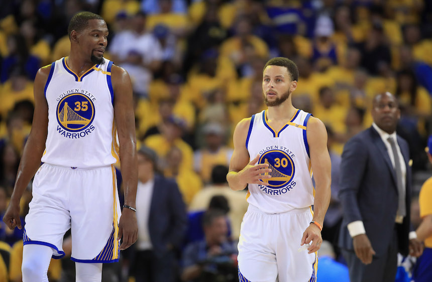 Golden State Warriors apalean a los Cleveland Cavaliers