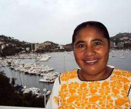 Marcela de Jesús Natalia, locutora de Radio y Televisión de Guerrero, en Ometepec.