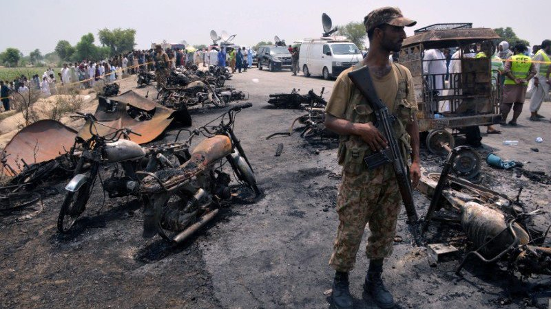 Explosión de camión de combustible en Pakistán