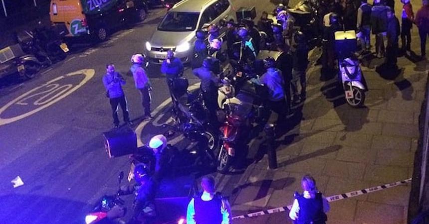 Detienen a dos adolescentes por arrojar ácido en Londres
