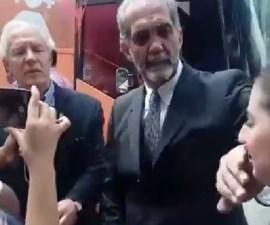 Momento en que líder del Consejo Mexicano de la Familia calla a manifestante