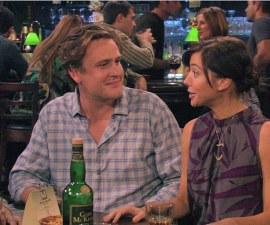 Marshall y Lily bebiendo alcohol