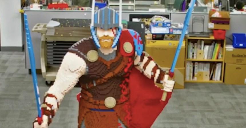 Thor hecho con lego