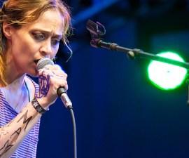 Fiona Apple da concierto con rarezas musicales y nueva canción