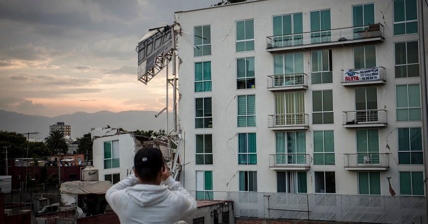 Foto de un edificio tras el sismo