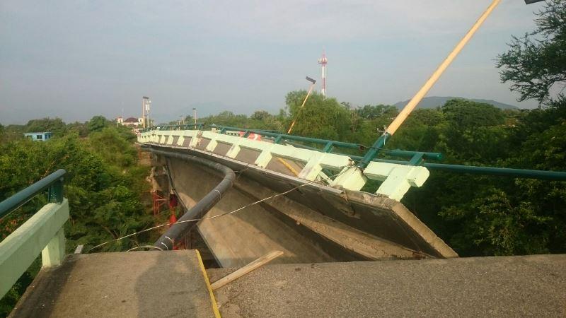 puente colapsado Oaxaca
