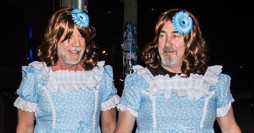 Bruce Willis disfrazado como las gemelas de The Shining