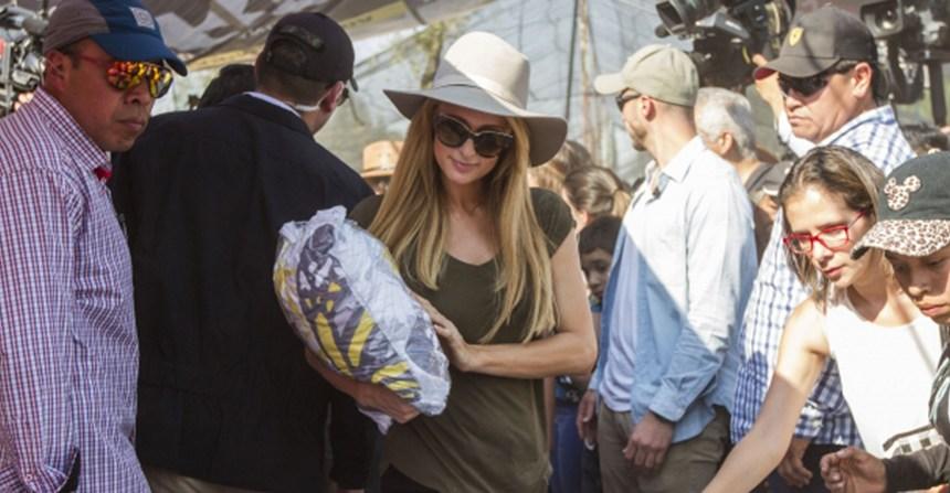 Paris Hilton visitó Xochimilco para ayudar a los damnificados del sismo