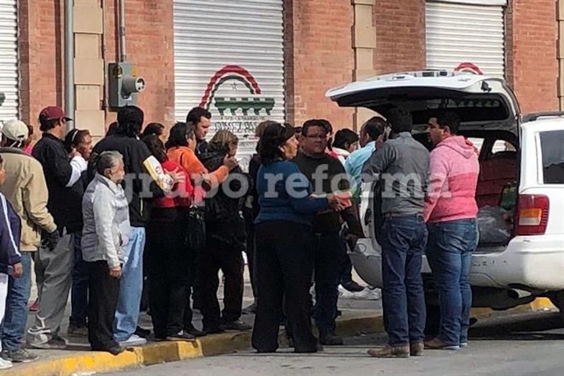 Simpatizantes del PRI son premiados con pizzas y chescos por reventar evento en Durango