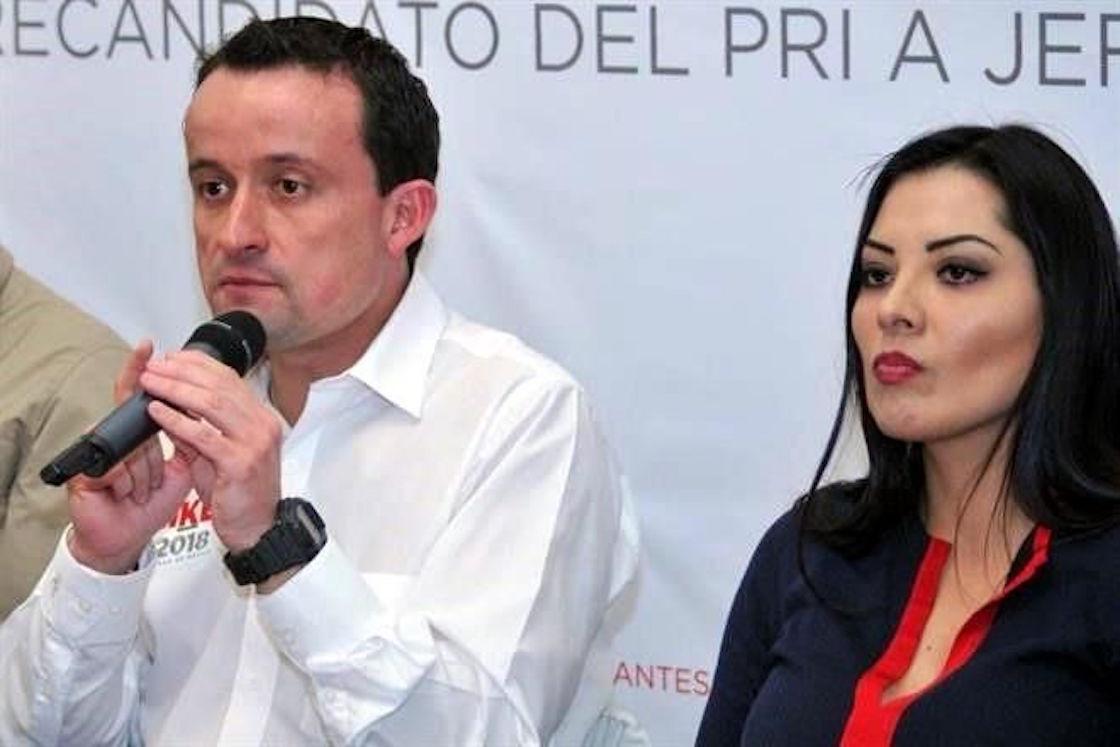 Mikel Arriola y Leticia Quezada