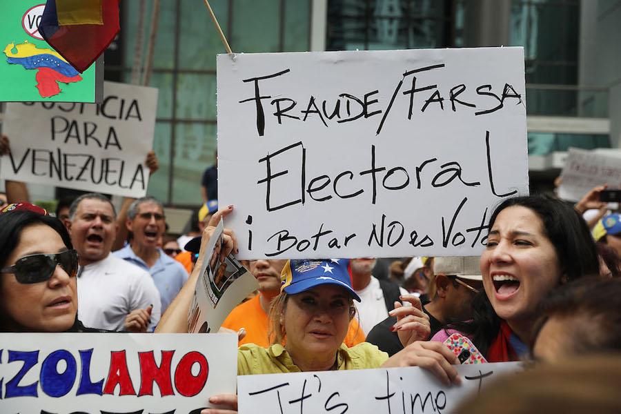 Manifestantes protestan, en Miami, contra las elecciones en Venezuela y la reelección de Maduro