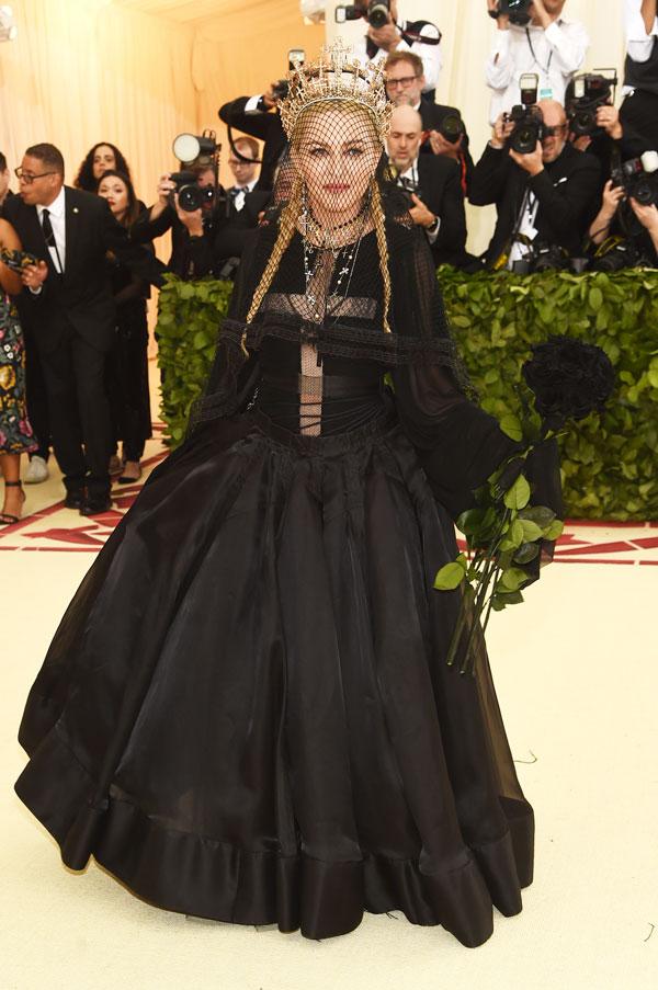 """Madonna saca su lado """"Like a Prayer"""" en la Met Gala y cover a Leonard Cohen"""