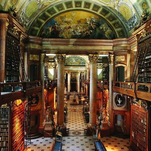 Különlegességek is láthatóak a 650 éves Osztrák Nemzeti Könyvtárban