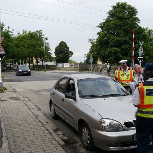 Közúti ellenőrzés: drog lapult a zsebekben