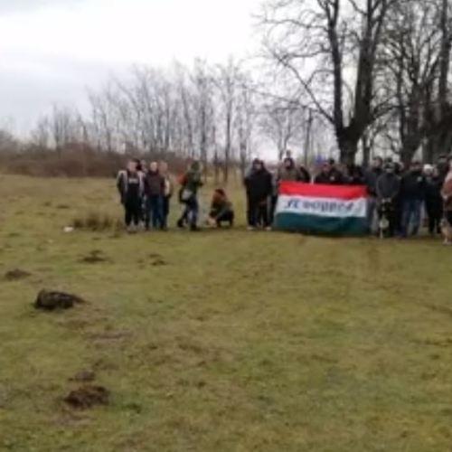 Az állatkínzás ellen demonstráltak a Harka felé vezető úton