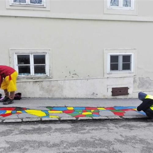 MKKP: Eljött a nap, amikor Sopronban is megfestették a repedező járdát!