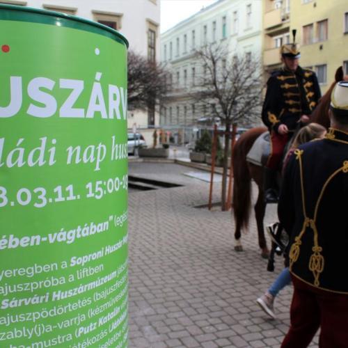 Pár órára a huszárok világába csöppenhettünk Sopronban