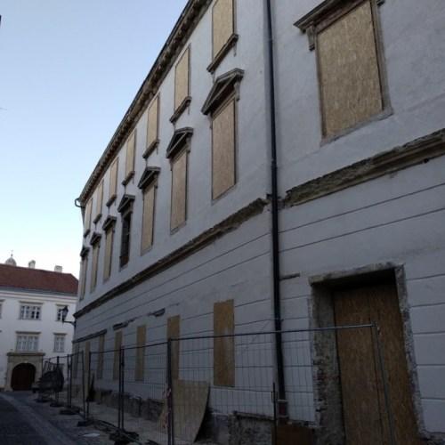Lehullt a lepel a Hátsókapu utcai házról