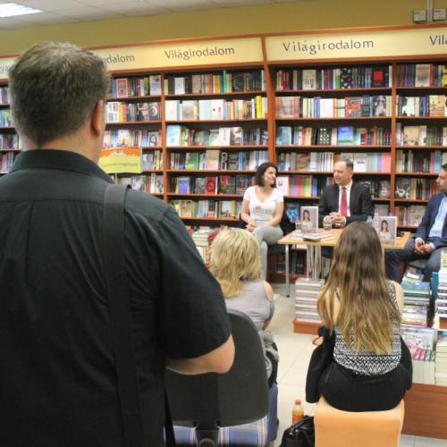 Vona-Szabó Kriszta író-olvasó találkozója volt Sopronban