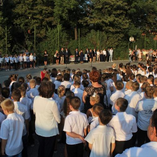 Kezdődik a suli! A Gárdonyi Géza Általános Iskola tanévnyitóján jártunk!