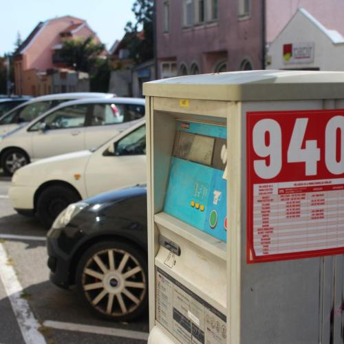 Érkeznek az új parkolóautomaták, napelemesek lesznek