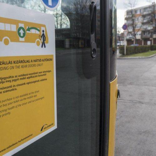 A soproni helyi buszokon is bevezették, az első ajtón nem szállhat fel!