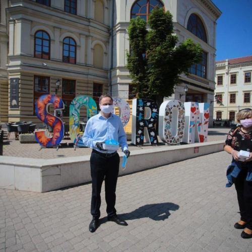 Több száz maszkot osztott ki Sopronban a Jobbik