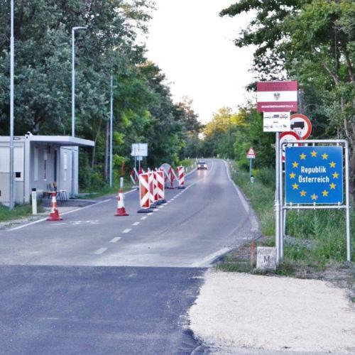 Továbbra is marad a különleges határkontroll Ausztria belépési pontjain