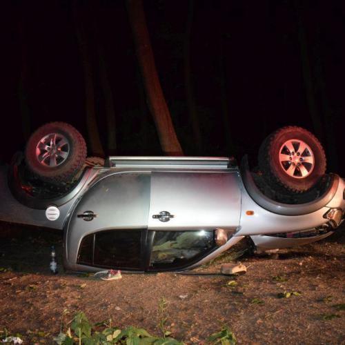 Fának csapódott és a tetejére borult az autó Sopronkövesdnél
