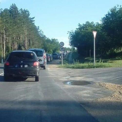 A soproni és a sopronkőhidai határ előtt is hatalmas volt a torlódás hétfő reggel