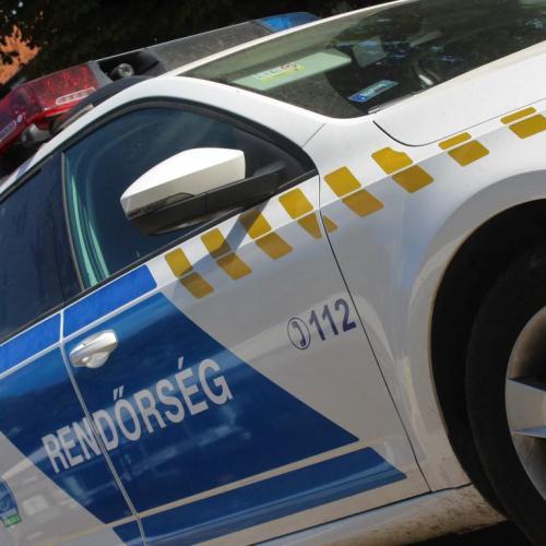 Megsérült a szabályosan közlekedő motoros, szemtanúk jelentkezését várja a rendőrség!