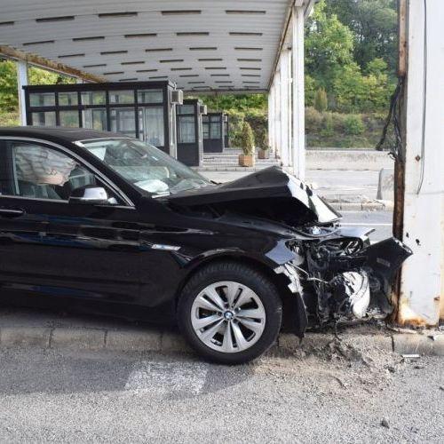 Pozitív lett az alkoholtesztje a soproni határnál az oszlopnak ütköző sofőrnek