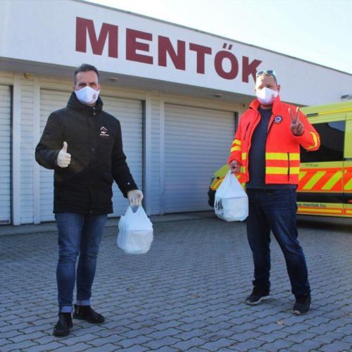 Meleg étellel kedveskednek a soproni mentősöknek az önkéntesek