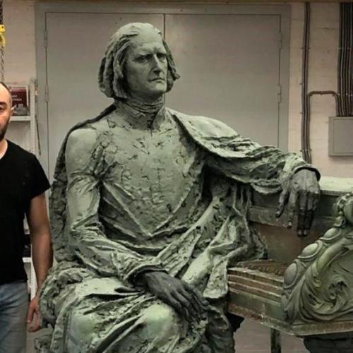 Liszt Ferenc bronzszobrot adományoztak Doborján ( Raiding ) községnek