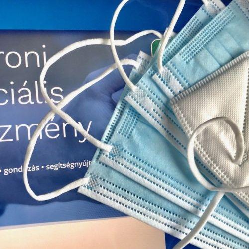 Tízezer forint értékű védőfelszerelés csomagot osztanak Sopronban