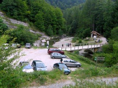 Parking de la Virgen de la Nieves en la Selva de Irati