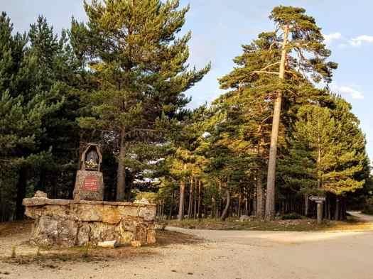 Altar de los Peregrinos,. Continuar por la izquierda