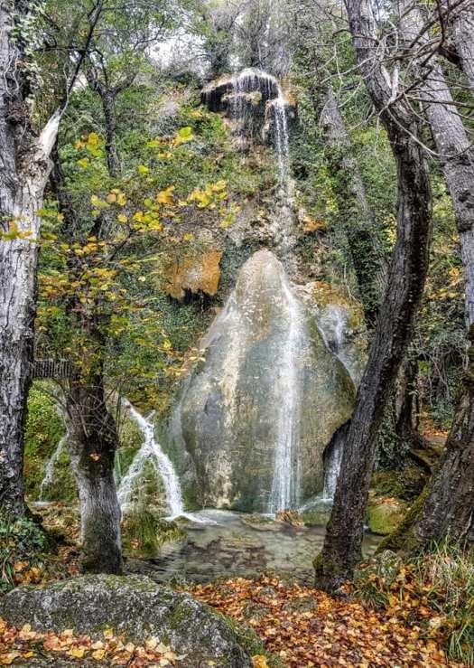 Vista frontal de la Cascada principal de la Toba