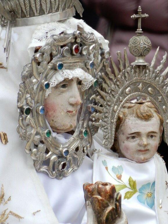 La Virgen del Rosario sin manto