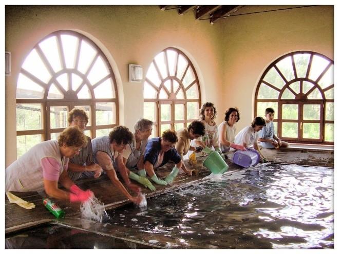 Mujeres lavando en el lavadero de Berzosa