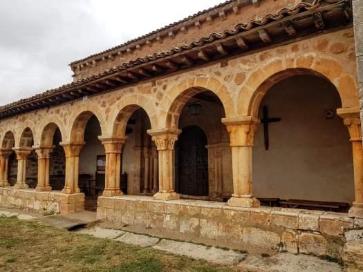 Galería porticada de San Martín de Tours, Berzosa.