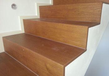 Holzausführung für die Schritte