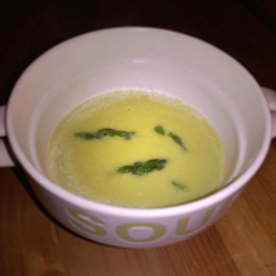 Supa crema de sparanghel cu lamaie si parmezan