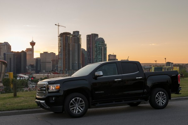2015-GMC-Canyon-truck-shots-1