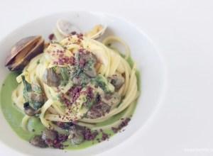 Linguine conn scarole capperi fritti polvere di olive e vongole