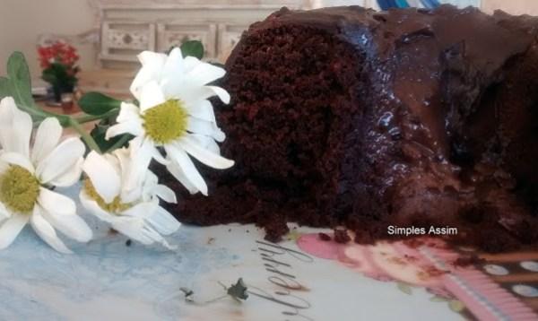 Esse Bolo de chocolate com creme de avelã é delicioso e muito cremoso