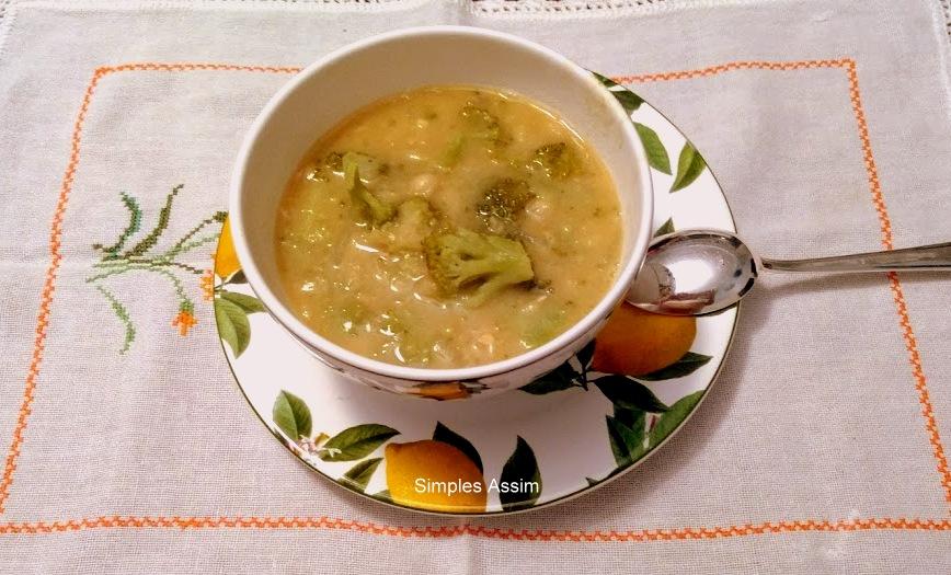 sopa de brócolis e feijão branco