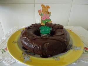 Esse bolo de chocolate com o acréscimo do mel fica delicioso