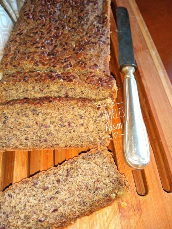 Esse pão com farinha de maracujá e chia não leva glúten e saudável e gostoso.